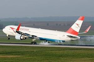 Austrian Airlines B767-300 OE-LAY_1