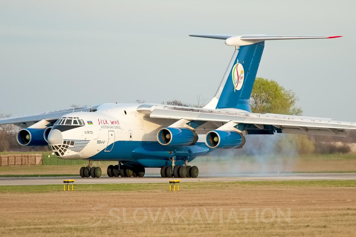Silk Way IL-76 4K-AZ70_1