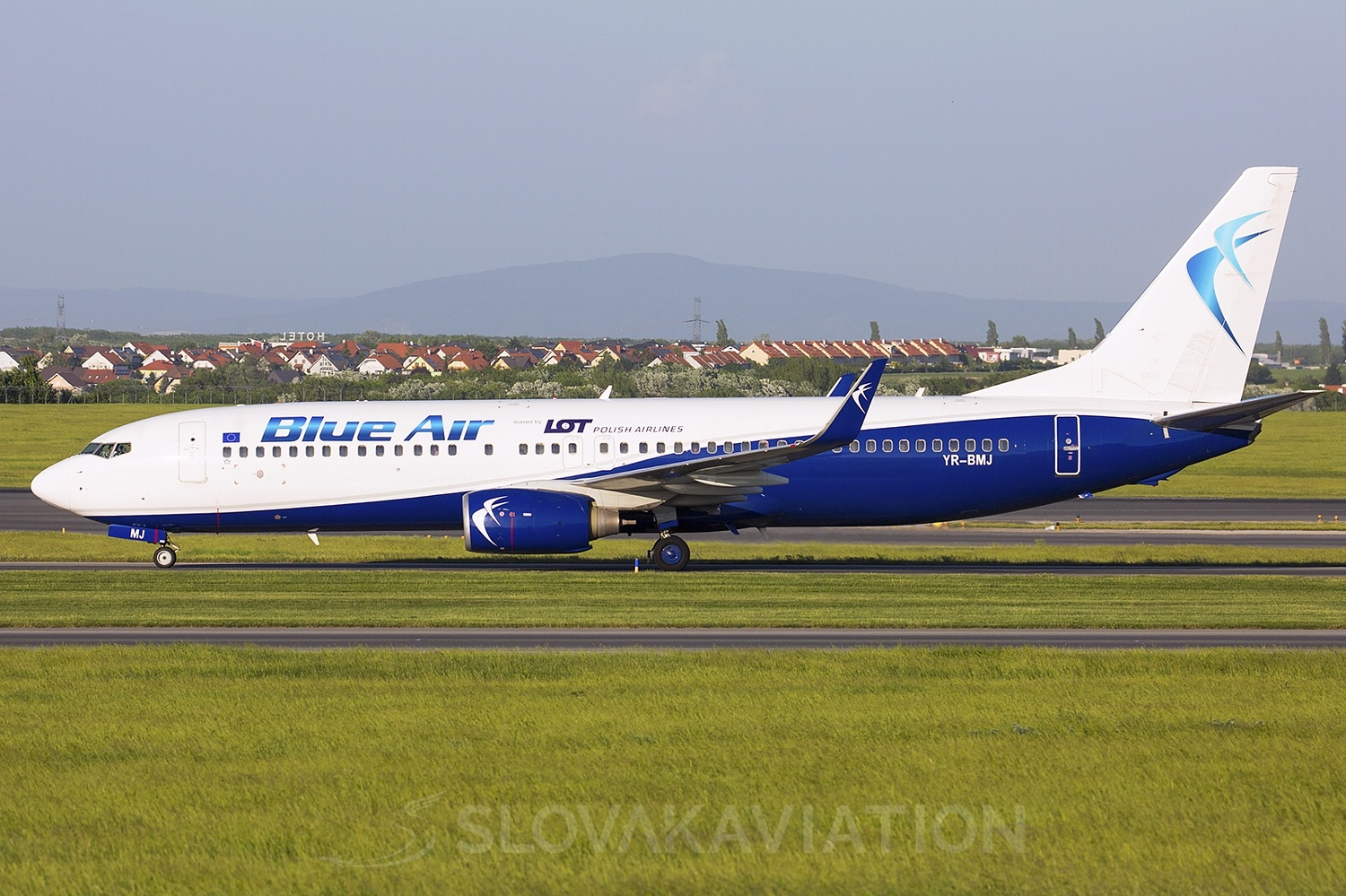 Blue Air Boeing 737-800 YR-BMJ