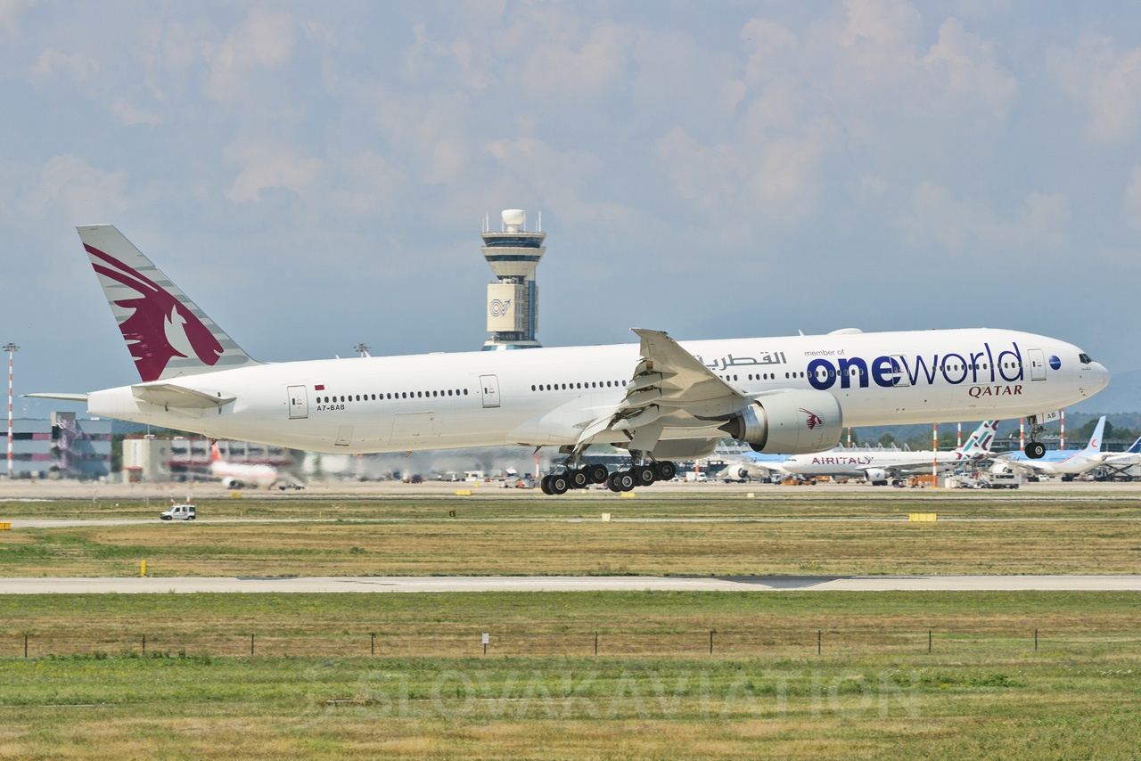 Qatar Airways Boeing 777-300 A7-BAB