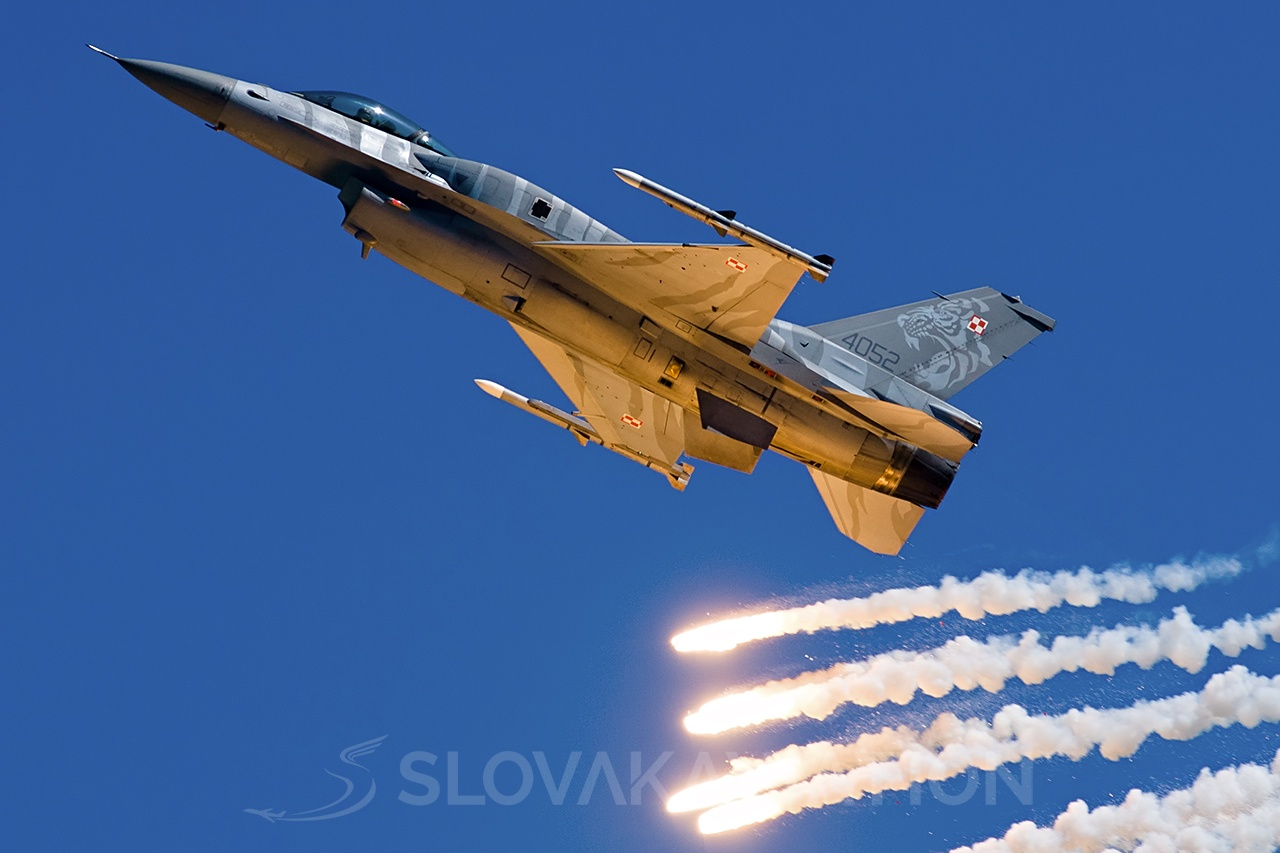 Poland - Air Force General Dynamics F-16 Fighting Falcon 4052