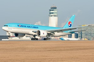 Korean Air B777-200F HL8251_1