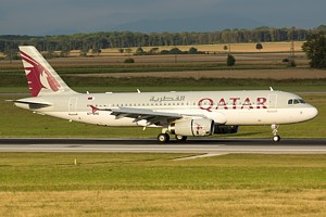 Qatar Airways A320 A7-AHU_1