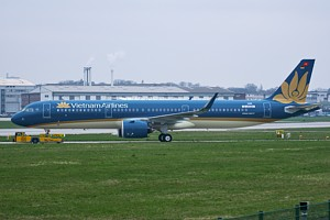 Vietnam Airlines Airbus A321 D-AVZH