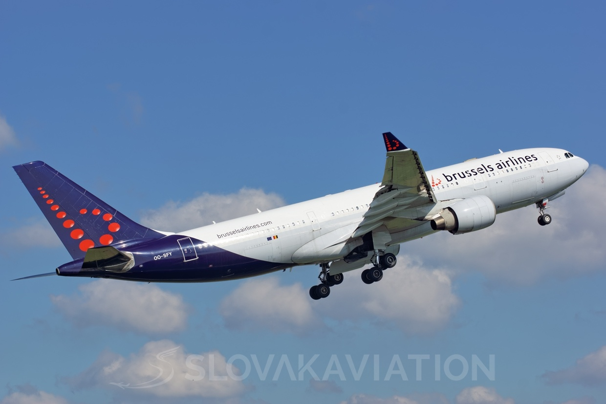 Brussels Airlines A330-200 OO-SFY_1