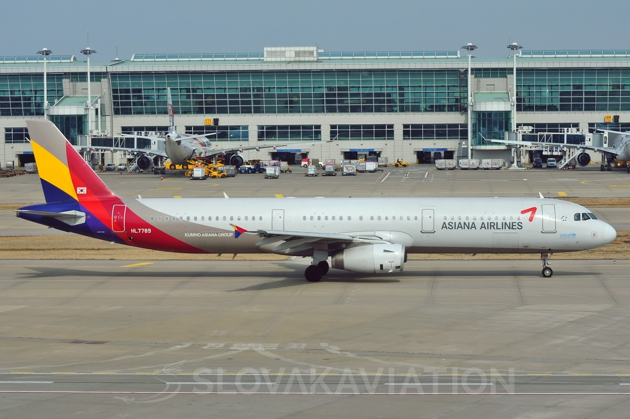 A321 Asiana Airlines HL7789
