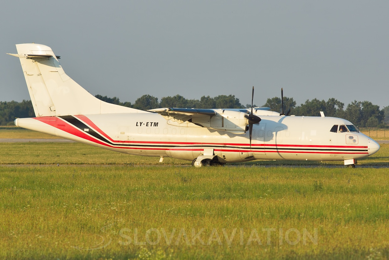 Aviavilsa ATR-42 LY-ETM