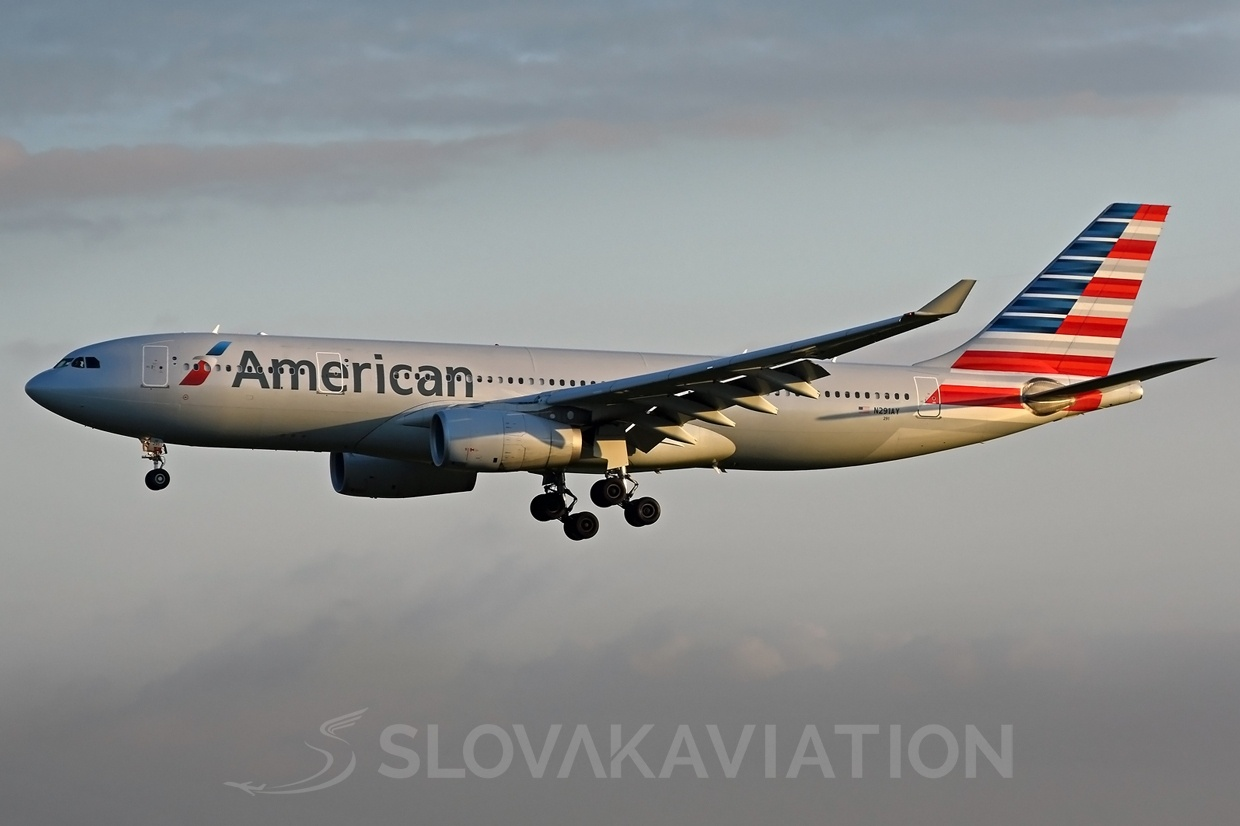 American Airlines Airbus A330 N291AY
