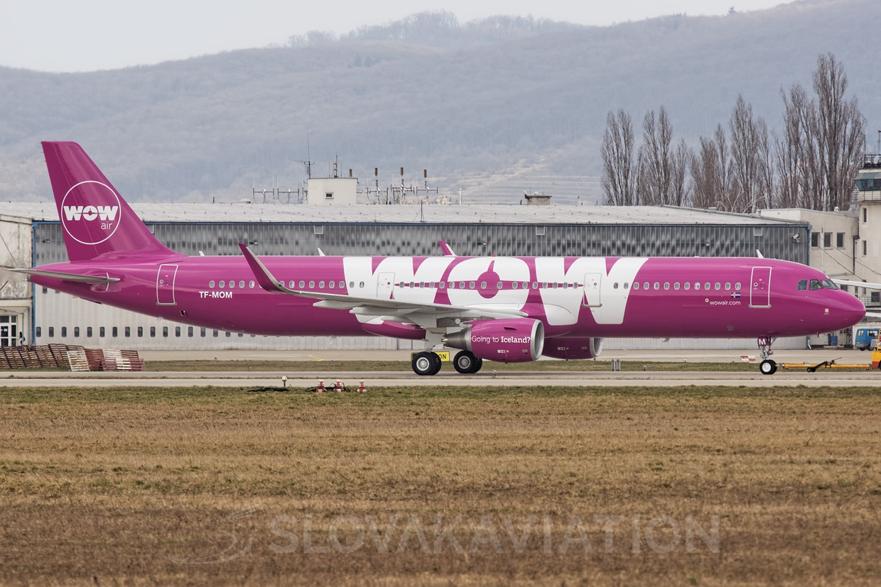 WOW Air A321 TF-MOM