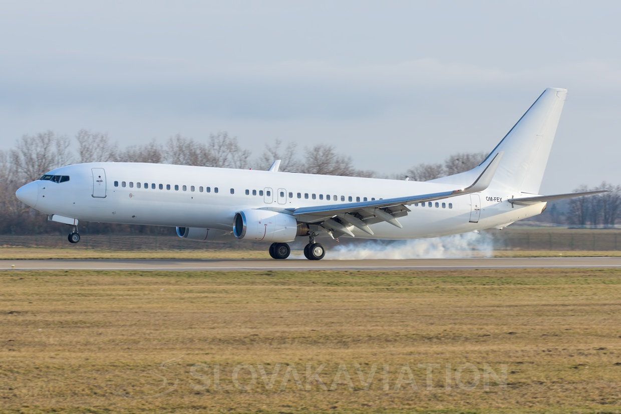 AirExplore B737-800 OM-FEX
