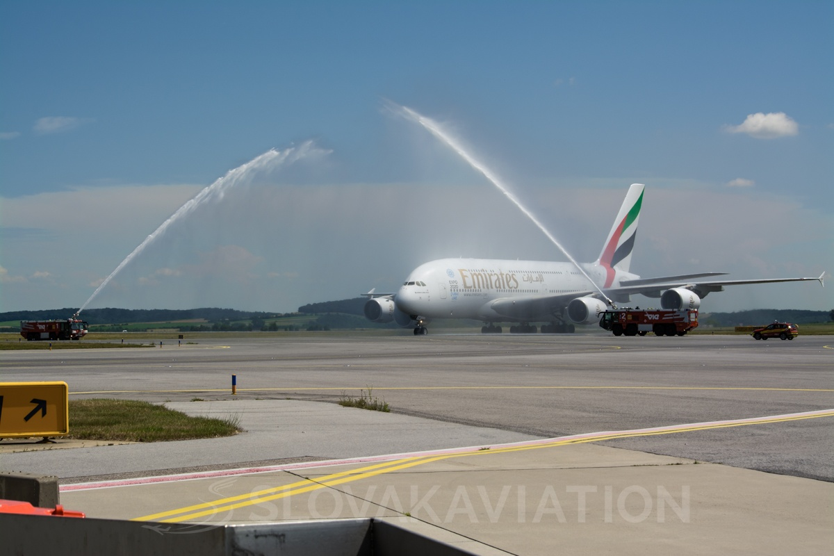 Emirates Airbus A380 A6-EEW