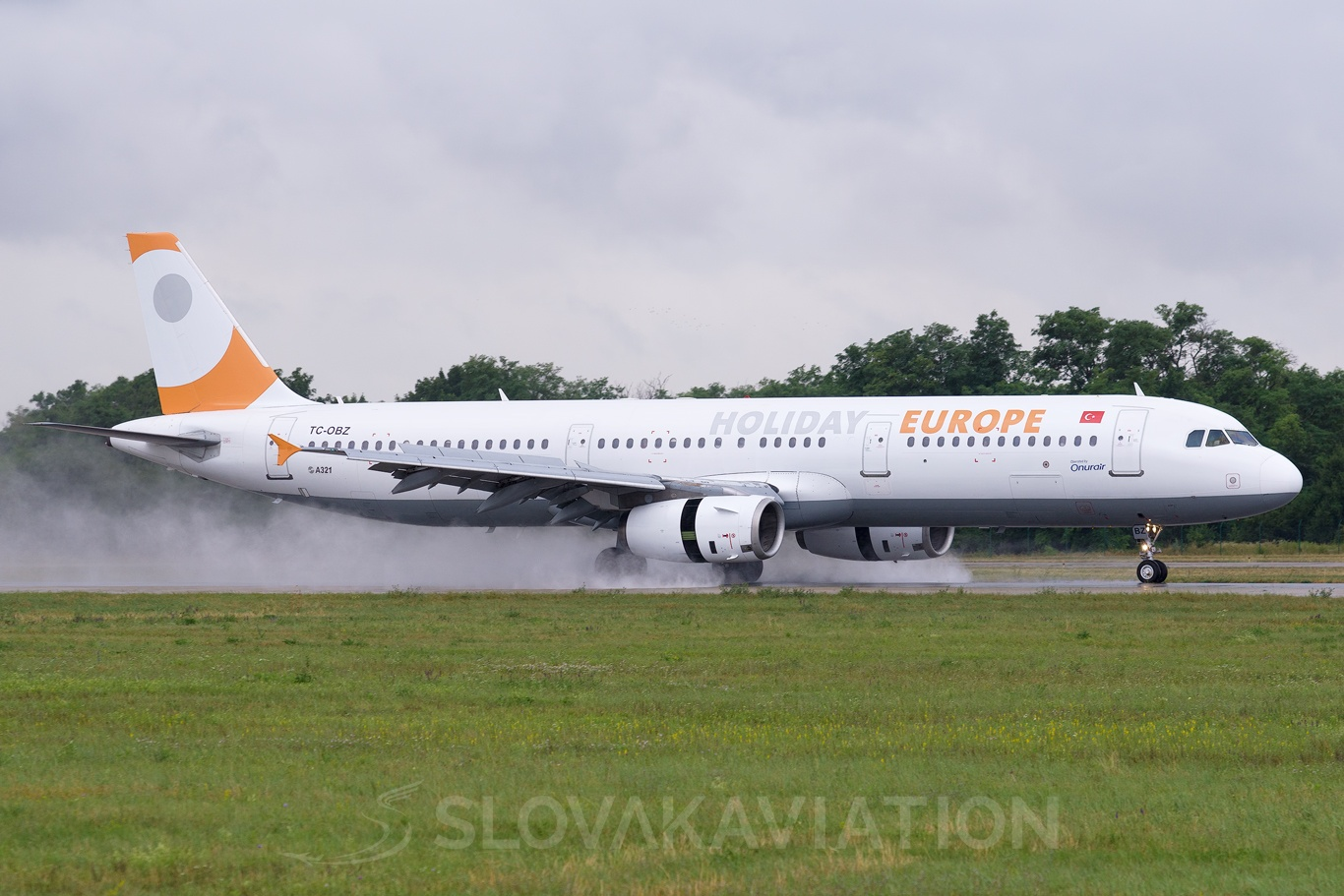 Onur Air Airbus A321 TC-OBZ